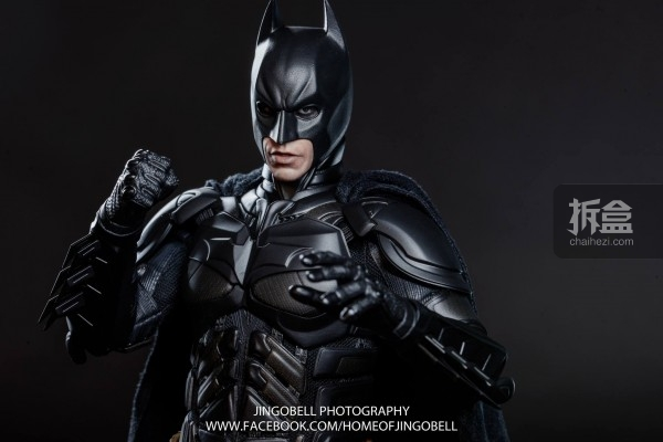 hottoys-batman-armony-Jingobell-003-600x400.jpg
